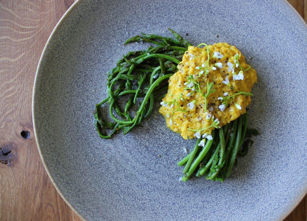 Humleskud med scrambled eggs